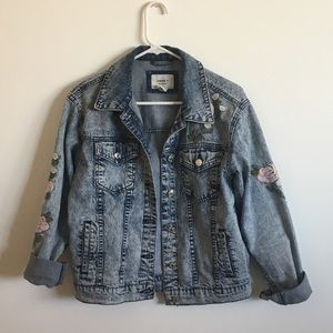 Jean jacket with flower embroidery